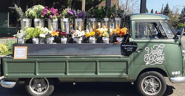 We are so excited to have @valleyandroseflowertruck at Seaside Station this Sunday. Come check out their adorable flower truck and get some gorgeous bouquets and maybe a cute vase to house them in at our shop🤗😎