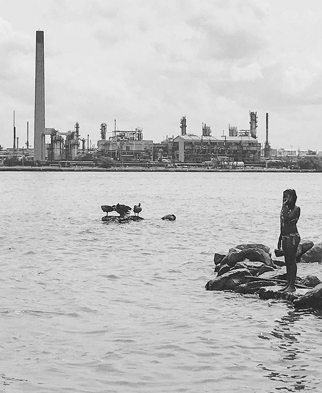 Bunch of kids playing in the river leading to Lake Huron. #wheelchairtravel . . .  #wheelchairlife #wheelchairgirl #accessibletravel #lakehuron #blackandwhite #travelblogger #michigan #puremichigan #lakehuron #beboundless #travellikeagirl #girlswhowander #femaletravelbloggers #wheeliesaroundtheworld #iphone