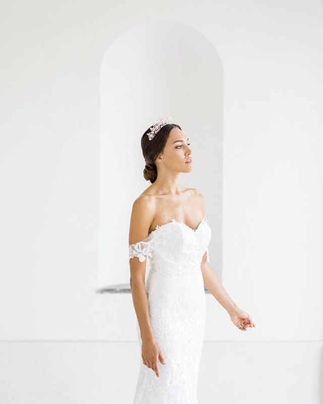 All white all week! How gorgeous is this beautiful Italian bride