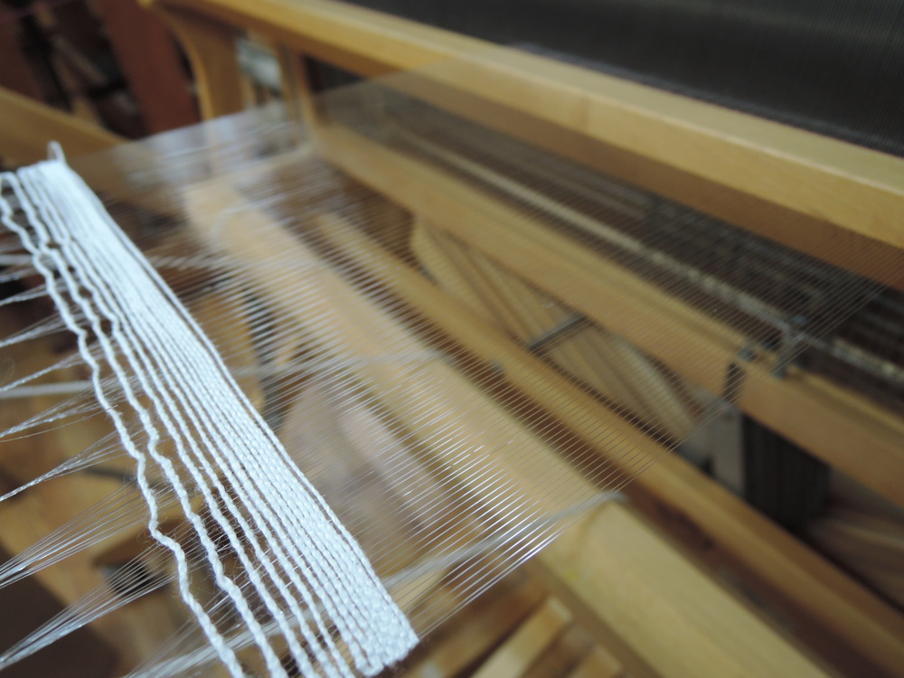 The loom is finally dressed.