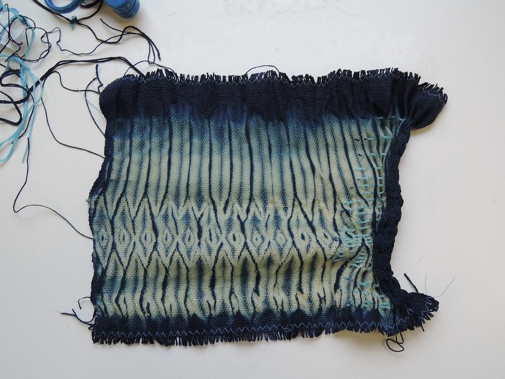 Revealing the dye pattern.