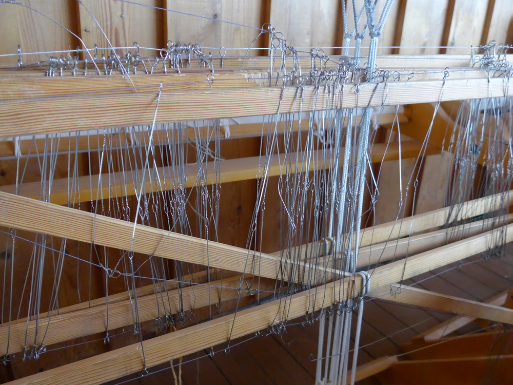 This loom just cries out for help.