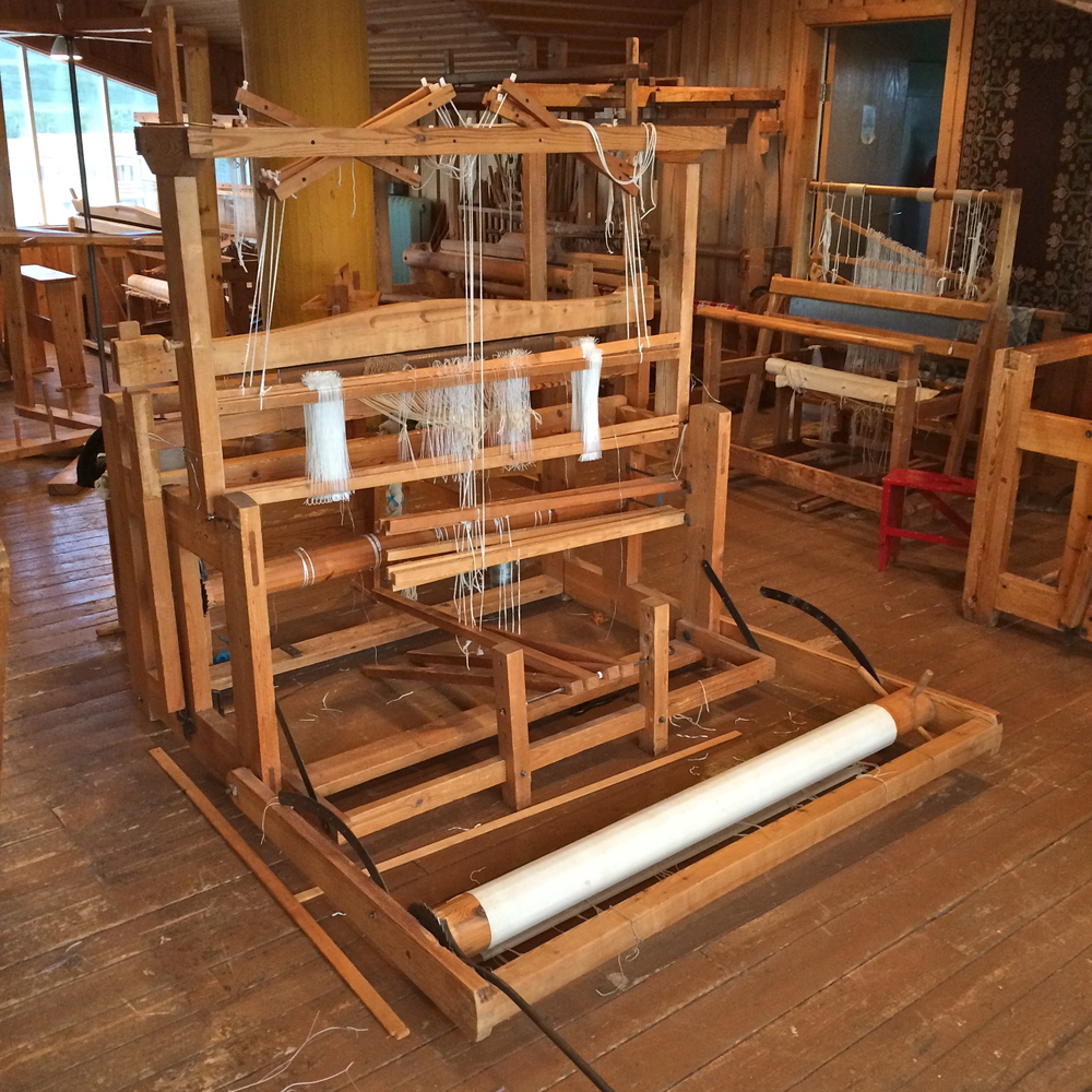 I thought the loom was finally almost ready for weaving finally, but I was mistaken.