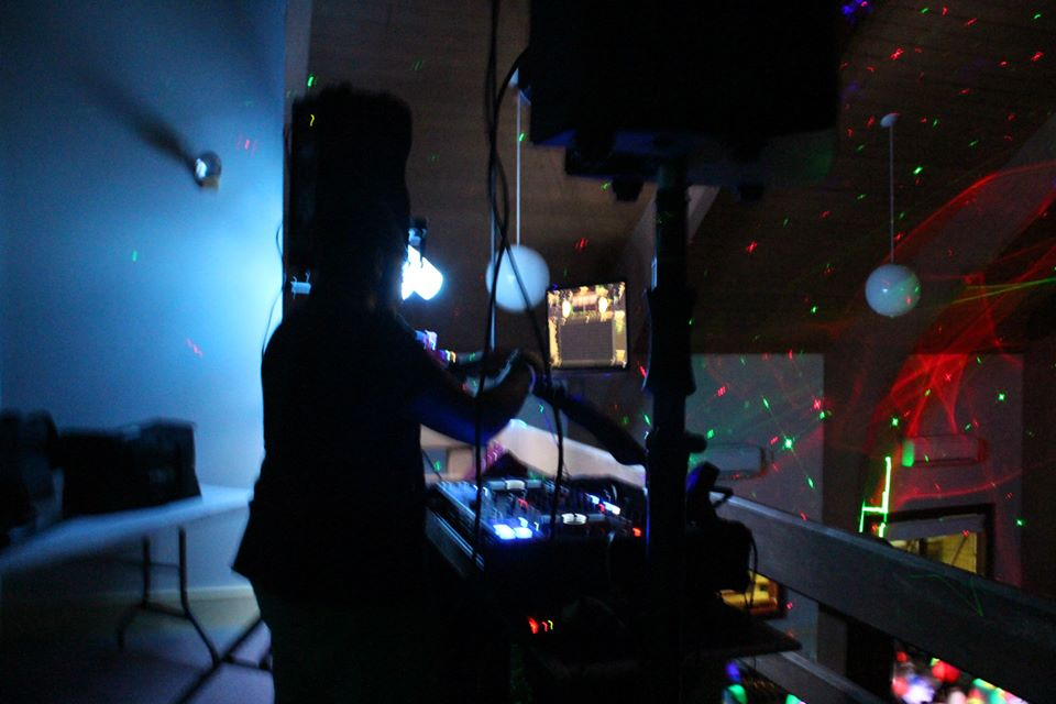 DJ+Shamar+provides+a+spectacular+light+show..jpeg