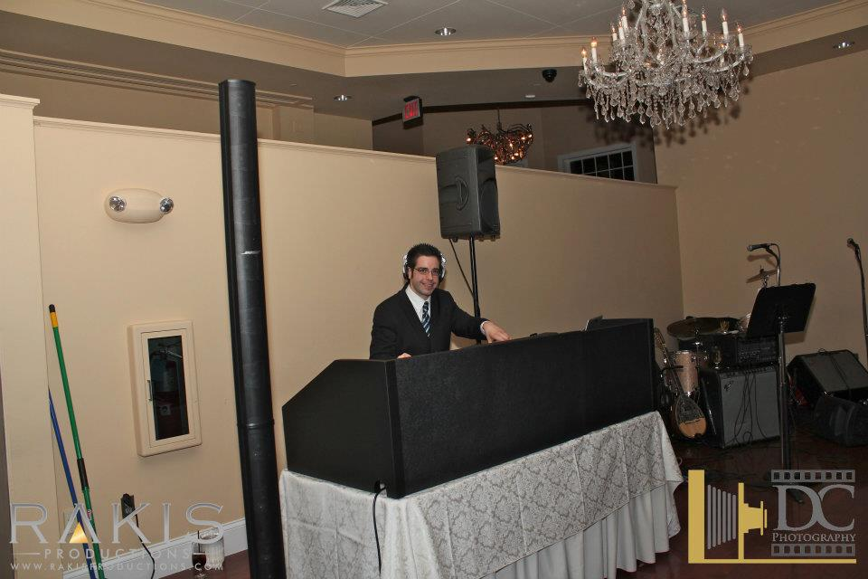 THE AMATEUR WEDDING DJ HAS A SLOPPY PRESENTATION.