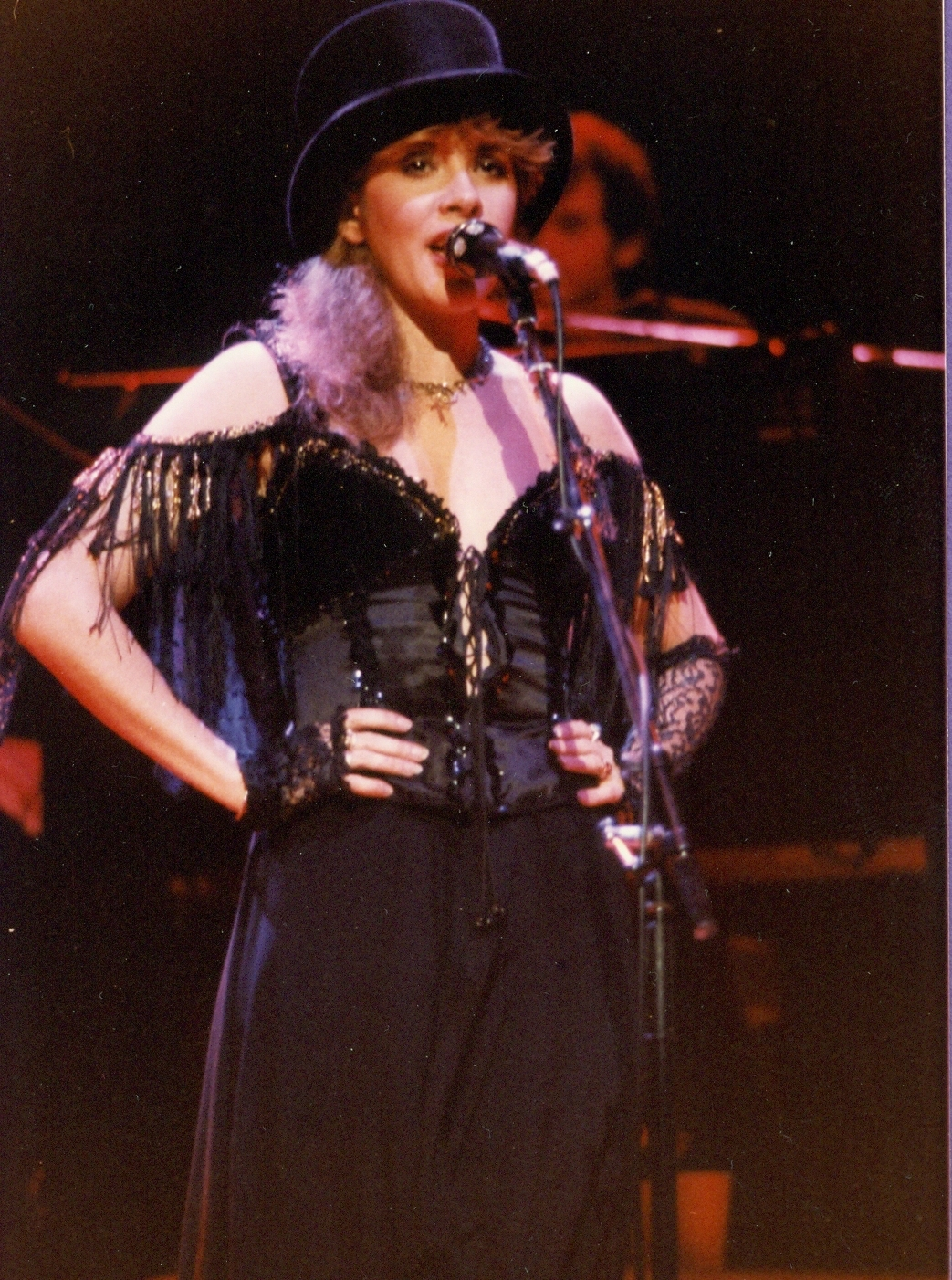 Stevie-Nicks-stevie-nicks-21187482-1043-1402