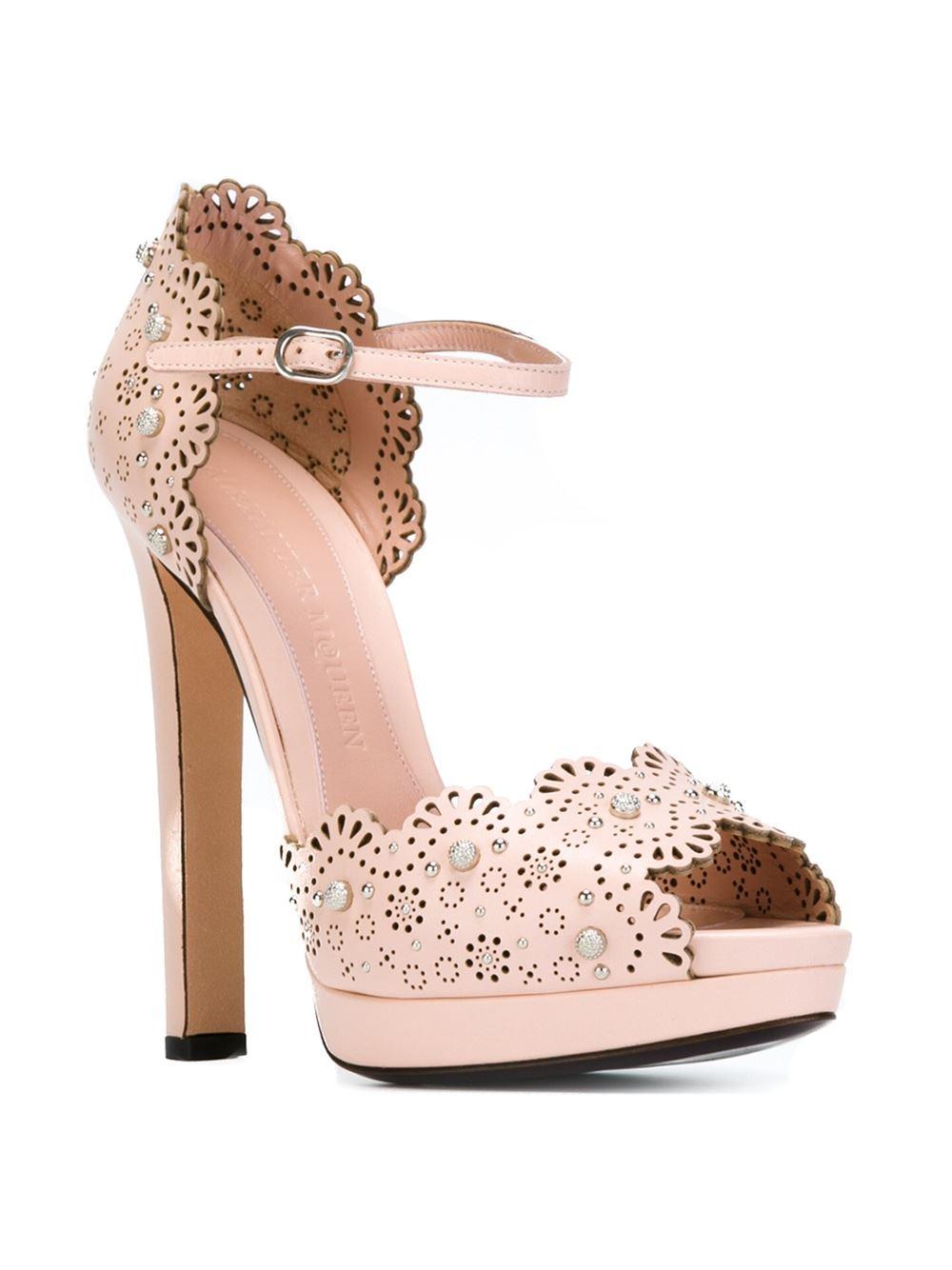 alex_mcqueen_heels1.jpg