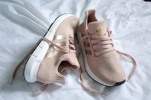 2df2b8b25a2a1 Adidas Originals Swift Run in Dust Pearl. image image. Sneaker heads unite!  I ll be the first to admit that I m not a fitness junkie in any way