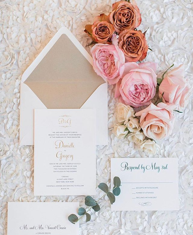 Elegant and chic suite with a touch of gold foil and matching shimmer liner. We love a modern twist on a classic! ✨ #WeddingWednesday #loveprettyinvites