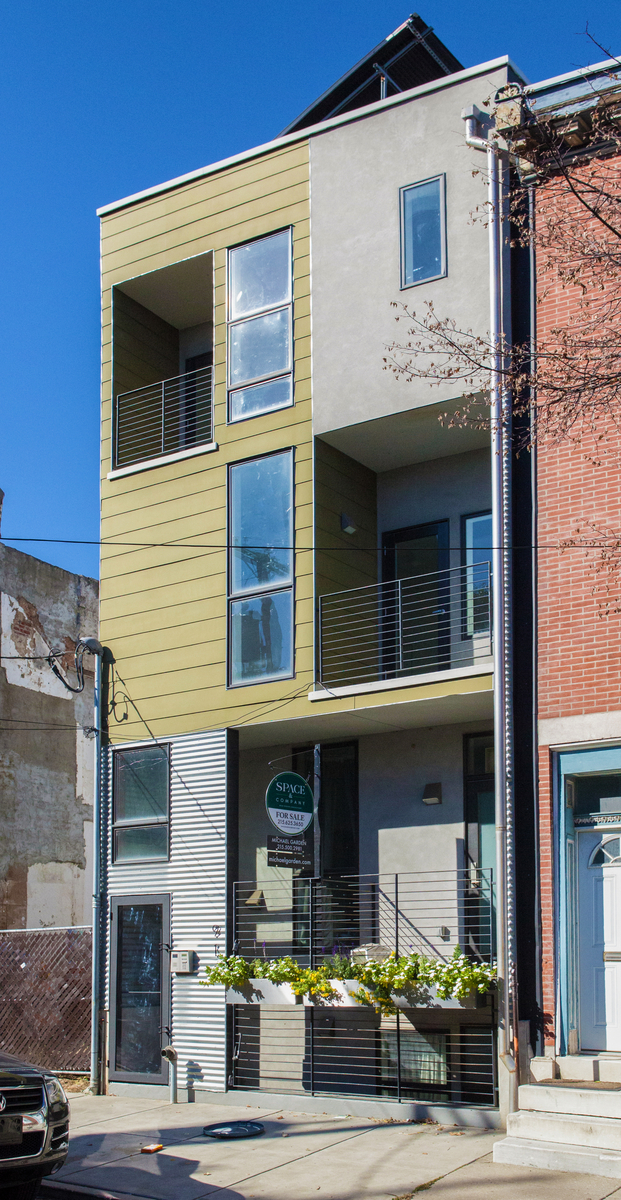 This lovely bi-level unit makes up the top two floors plus green roof deck garden of 916 New Market. Located on a low traffic block of Northern Liberties, this spacious home features 3 bedrooms and 3 full bathrooms.