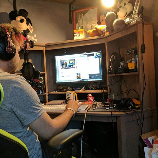 Robin's set up! This is what we see when we broadcast! Can you spot the cat? #cats #podcast #podcastcats #stayace #piecesofacepodcast #piecesoface #asexual #asexualpodcast #asexuality