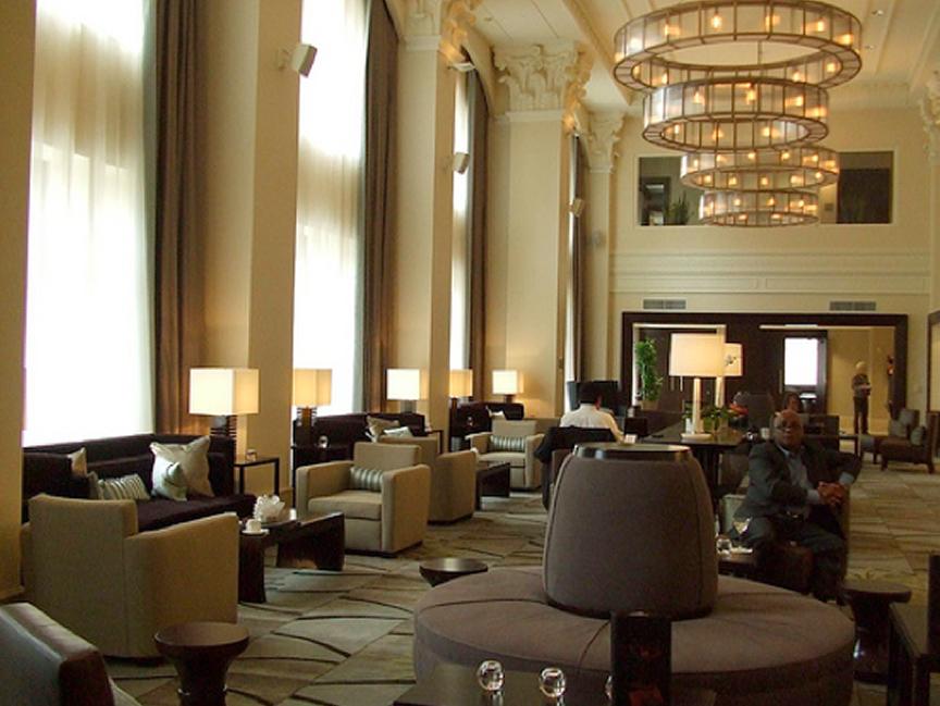 Main level as lounge arrivl