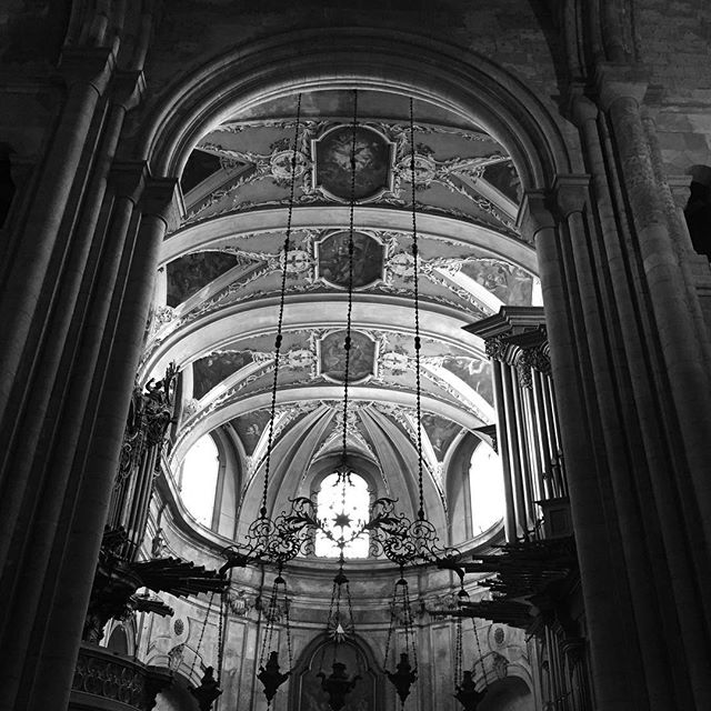 Cathedral de Se, Lisbon  #cathedral #lisbon #gothic #romanesque #baroque #historic #lisboncathedral #romancatholic #historic #church #bnw #lisbonportugal #lisboa #portugal #worship #alfama