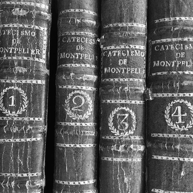 Vintage Portuguese books  ##books #bookish #bookstagram #booksofinstagram #bookworm #bibliophile #bookcollection #1234 #vintage #vintagebooks #bookspines #bnw