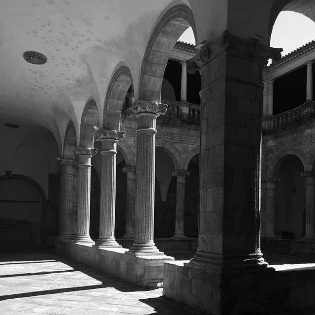 Atrium of the medieval church in Viseu, Portugal 🇵🇹 #viseu #church #cathedral #historic #holyplace #portugal #shadowhunters #shadows #columns #colonnade #arches #medieval #medievalarchitecture #historic