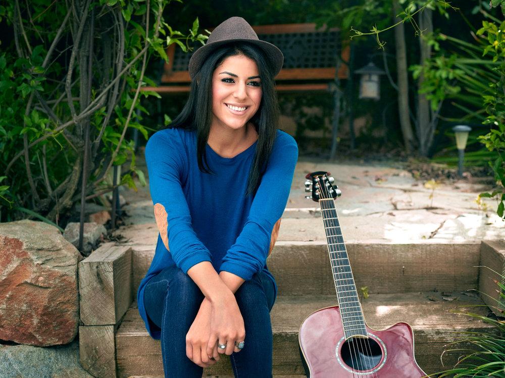 VeronicaSixtosPhotoshoot-2-Outdoors-153_Alt_v2Cy-1500px-Portrait-Editorial-LosAngeles-SeanMoore-NaturalLight-VeronicaSixtos-Musician.jpg
