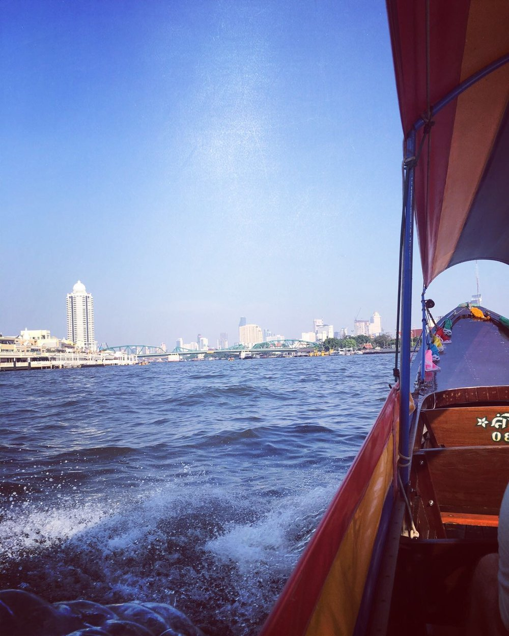 Boat tour to the Shangri-La Hotel