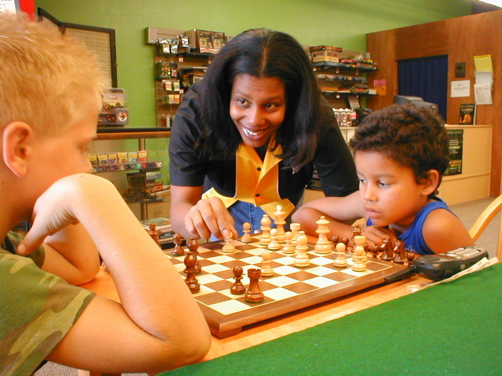 Rue and Seth playing chess.jpg