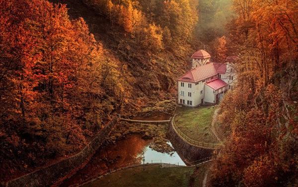 autumn picturesque home getaway pond