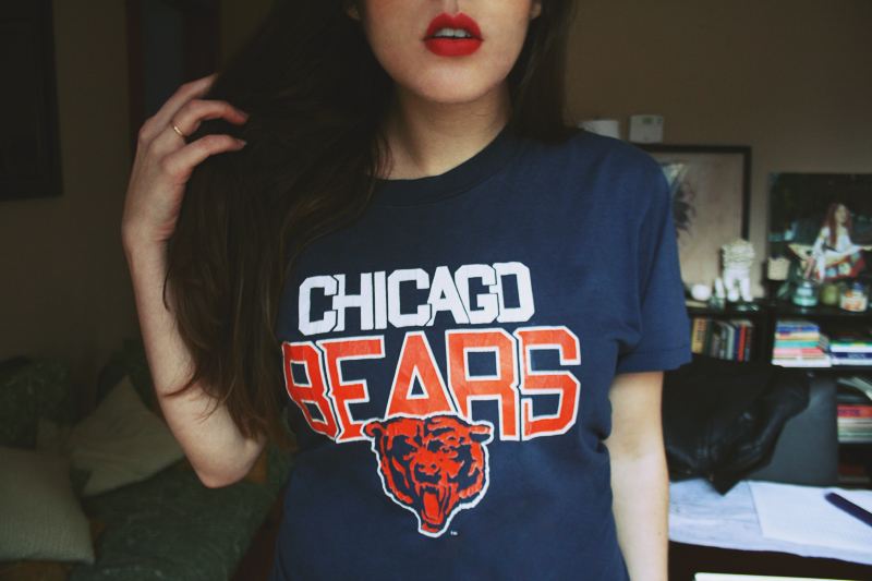 chicago bears tee and red lipstick