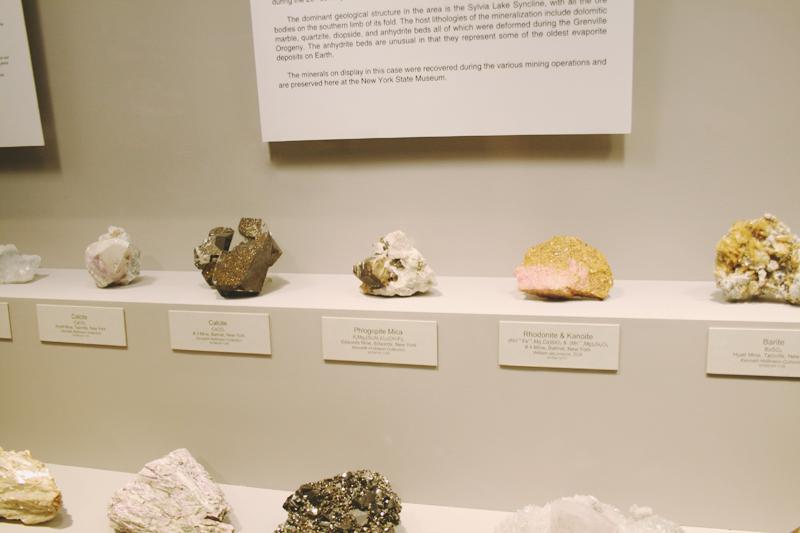 Calcite, Mica, Rhodonite and Kanoite