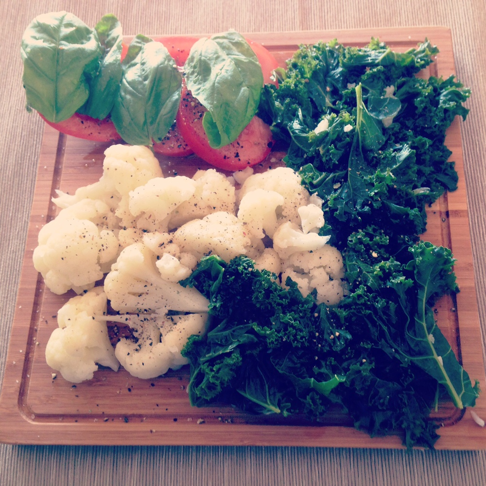 Steamed cauliflower, kale and tomato with basil