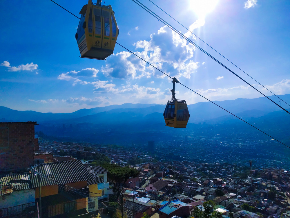 Medellin- Cable cars descending.jpg