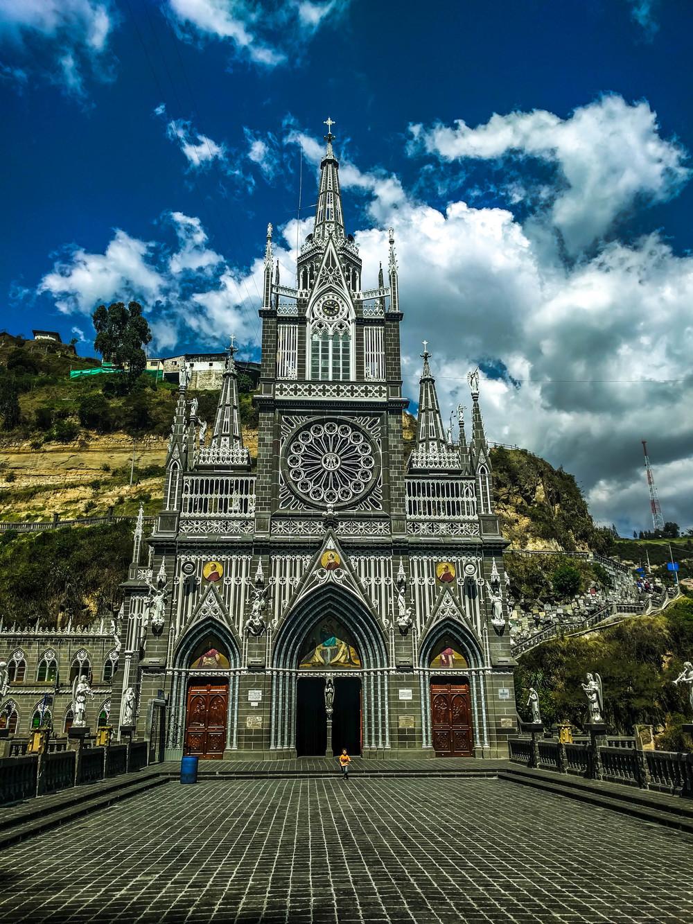 Ipiales- church straight on.jpg