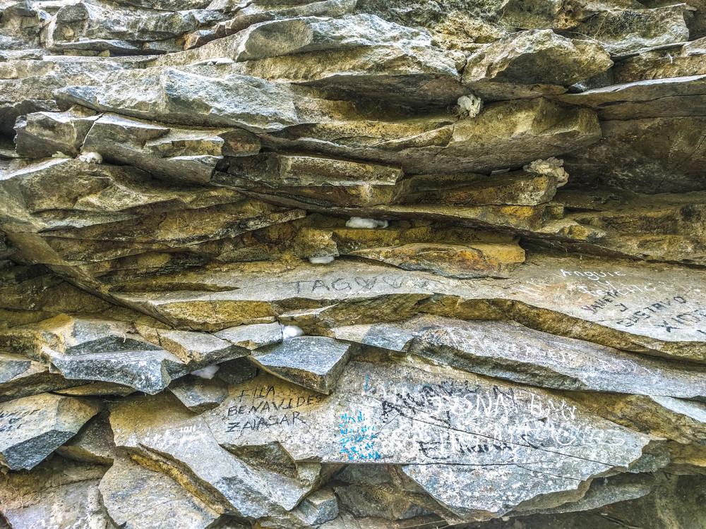 Ipiales- rocks side.jpg