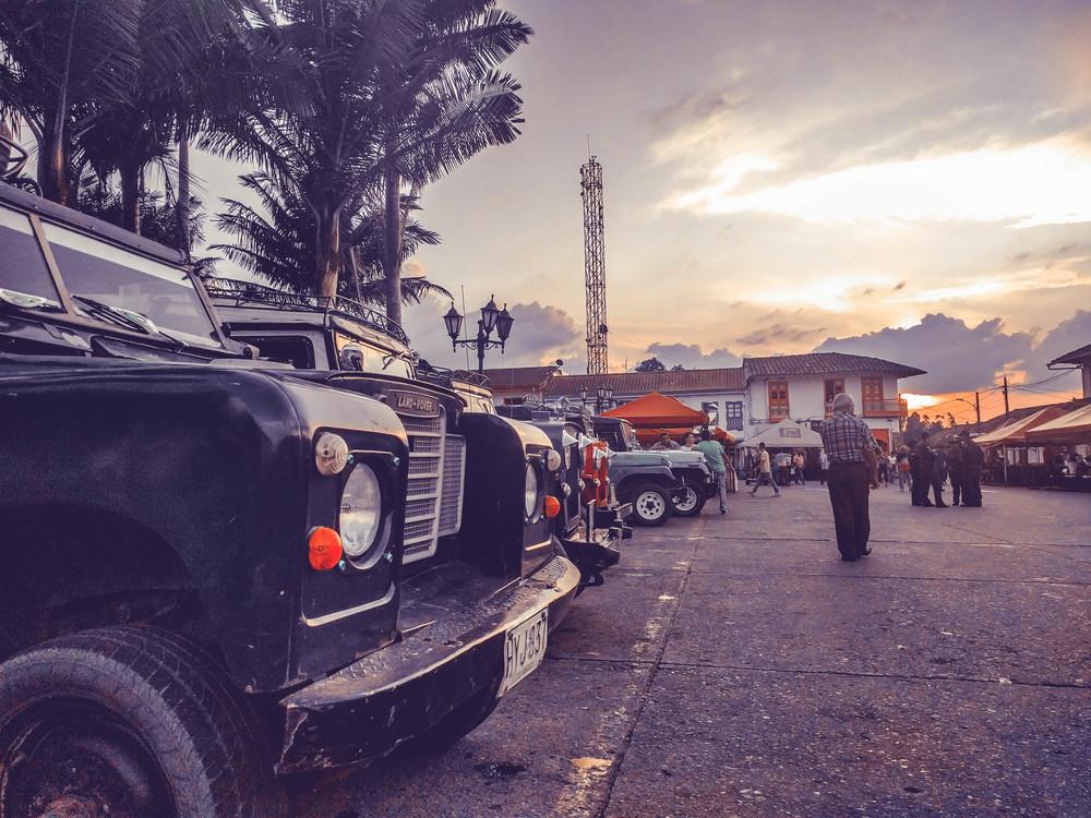 Salento- Cars in square.jpg
