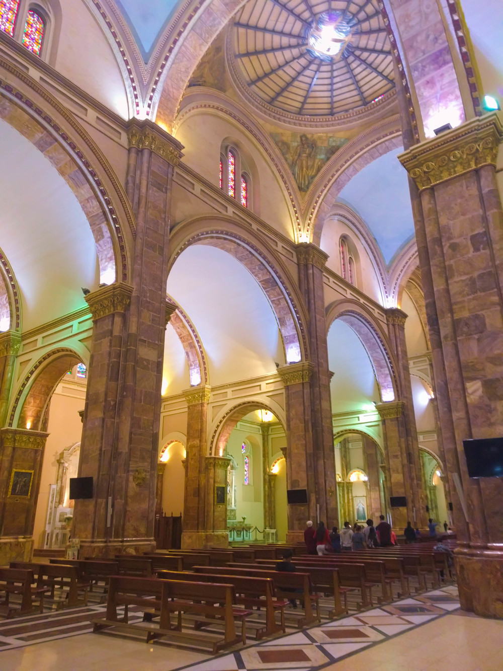 Cuenca- catedral interior.jpg