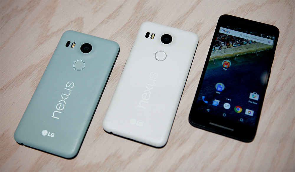 The Nexus 5X comes in three colors: white, black and dirty pool water.