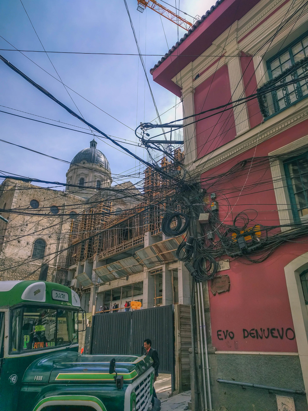 La Paz Street Mess of wires (1 of 1).jpg