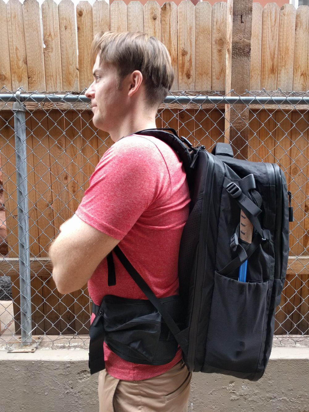 Here you can see the Tortuga Outbreaker with the shoulder straps at their maximum height, keeping the weight of the bag centrally in my mid back. Unfortunately this means the waist belt is now too high and getting the weight of the bag on my hips impossible. Comfortable shoulders, but no weight on my hips.