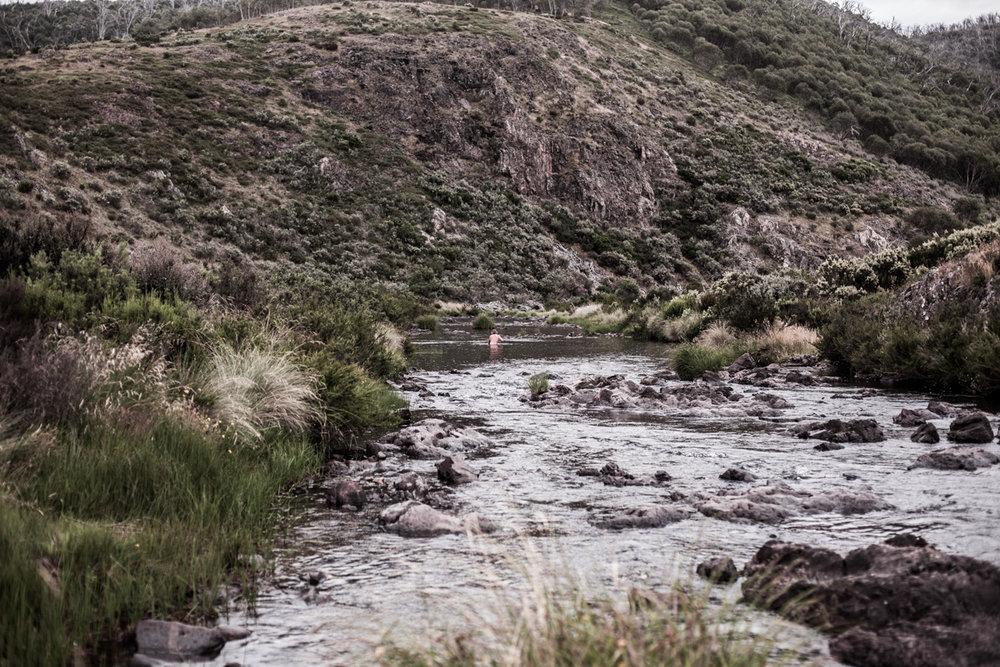 Post fishing dip