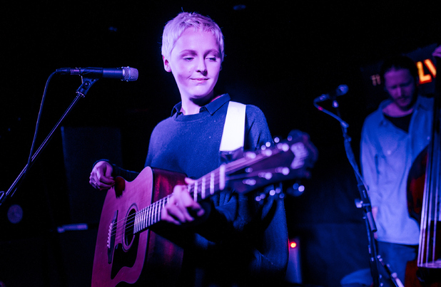 Laura-Marling-on-stage-with-short-blonde-hair-and-a-guitar