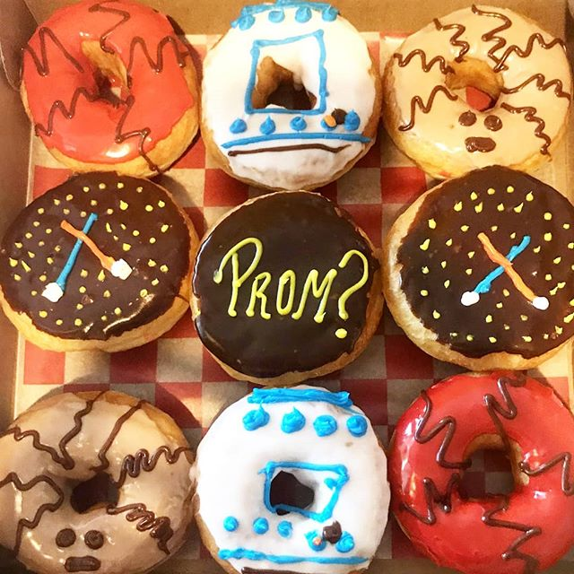 So... Is that a yes?! #PromSZN  #daddysdonuts #prom #donutproposal #donutsupply #donuts #donutshop #donutseverday #indulge #cheatday #promseason