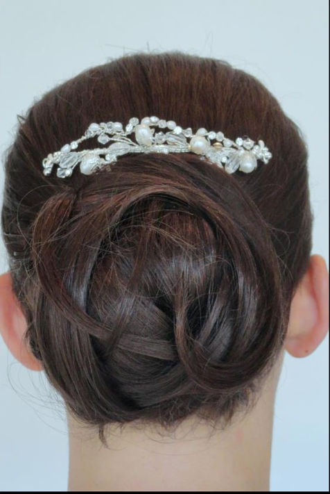 CHIGNON WITH PIN BRUNETTE.png