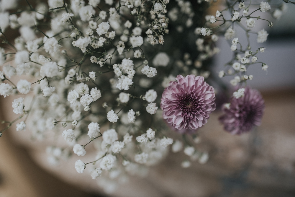 chrysanthemum and baby's breath wedding flowers
