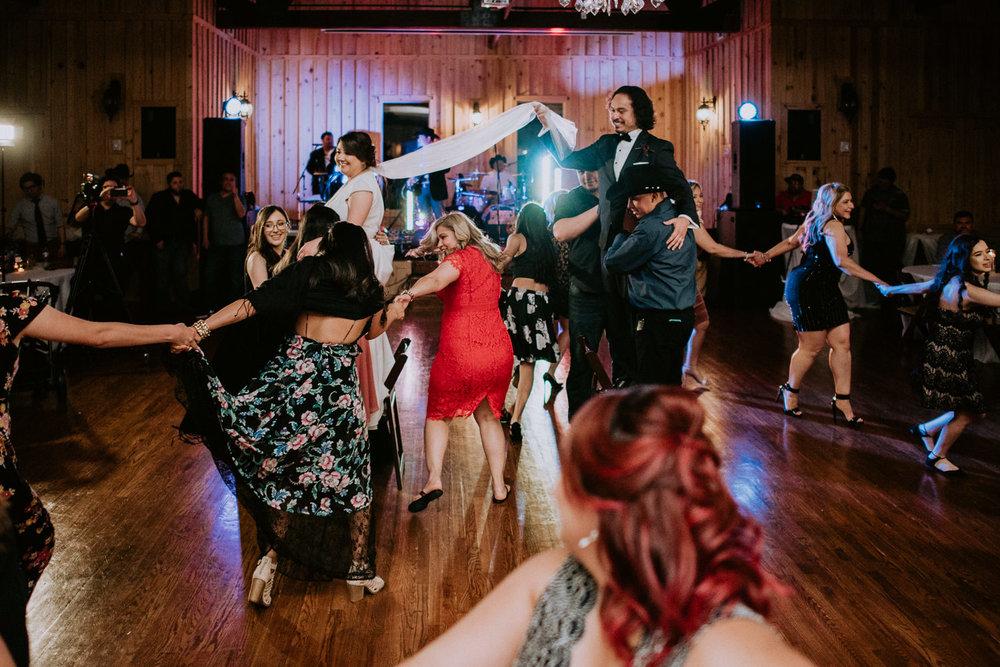 Vivora de la mar dance at wedding