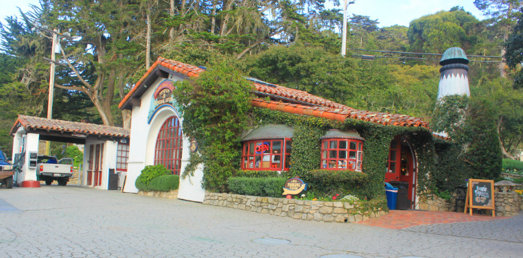 Sorry, the only photo we took of Carmel-By-The-Sea/Monterrey Area was of this gas station :(