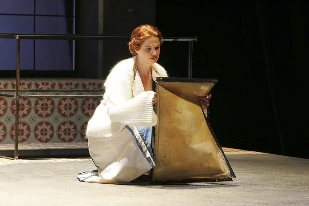 """Vera Wenkert als Senta in """"Der fliegende Holländer"""""""