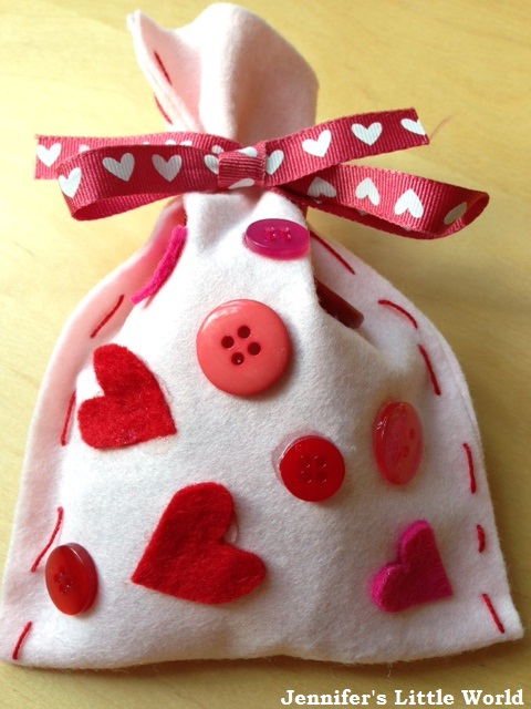 Simple Felt Valentine's Day Gift Bags