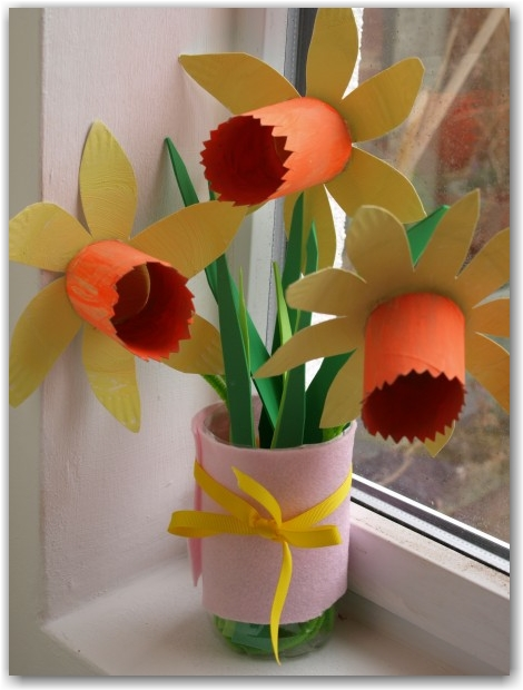 Paper Plate Daffodils - Here Come the Girls
