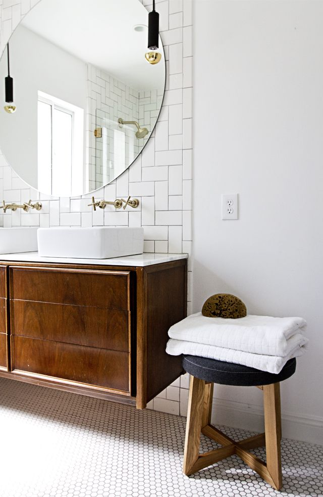 Bathroom style tips - frame that mirror