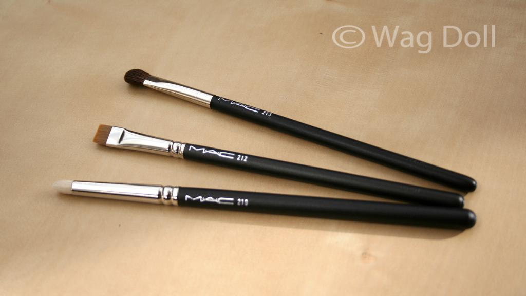 MAC Brush Review, Plus How To Store Make-up Brushes.