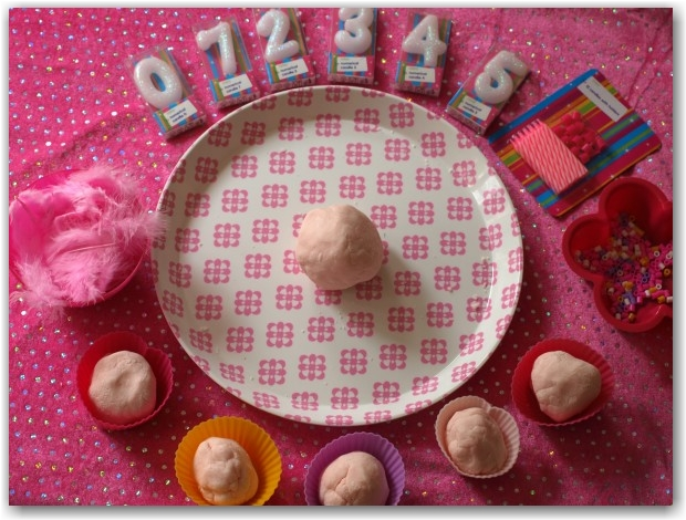 Play dough Numbers - Here Come the Girls