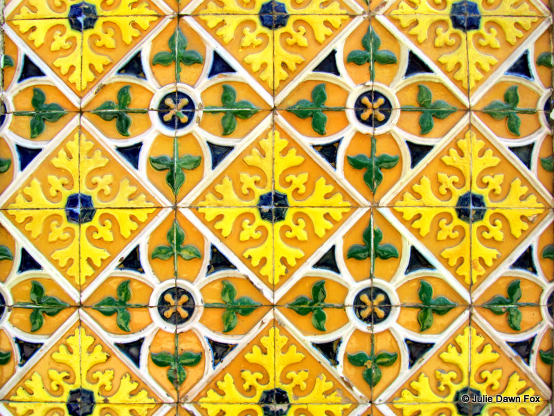 Patterns on Portuguese tiles : Julie Dawn Fox in Portugal