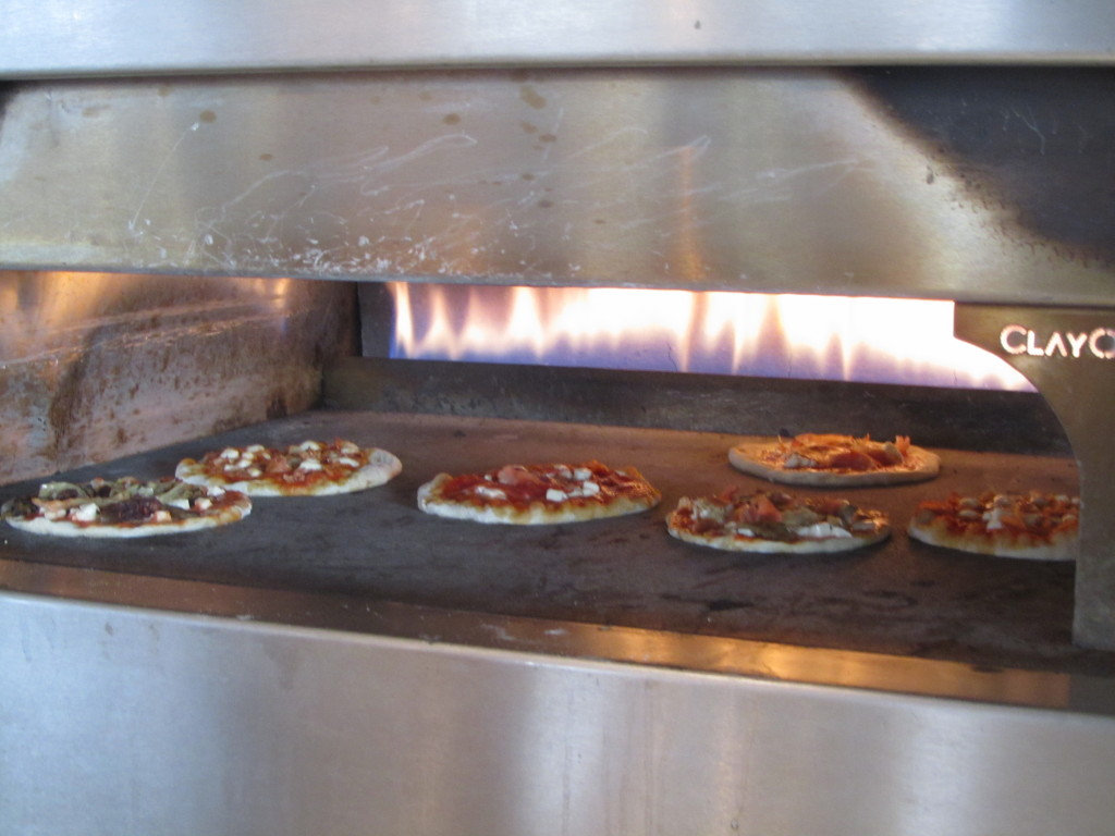 Cooking class for kids: making pizzas
