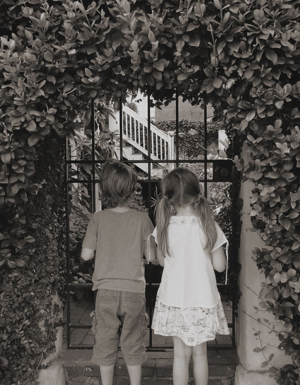 A walk with kids in the garden of good and evil - Savannah